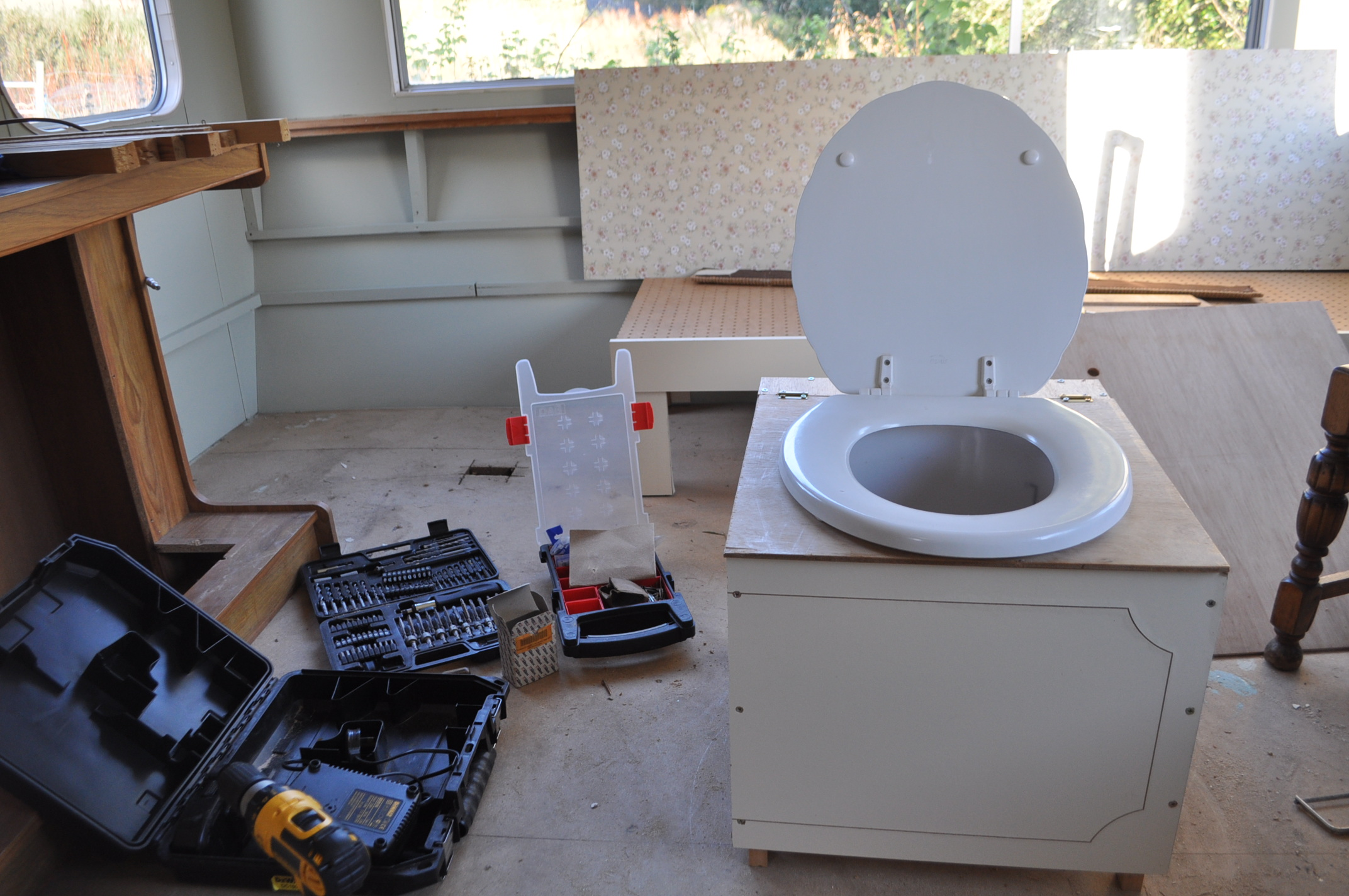 Building a basic compost toilet   Tap o\' Noth Farm