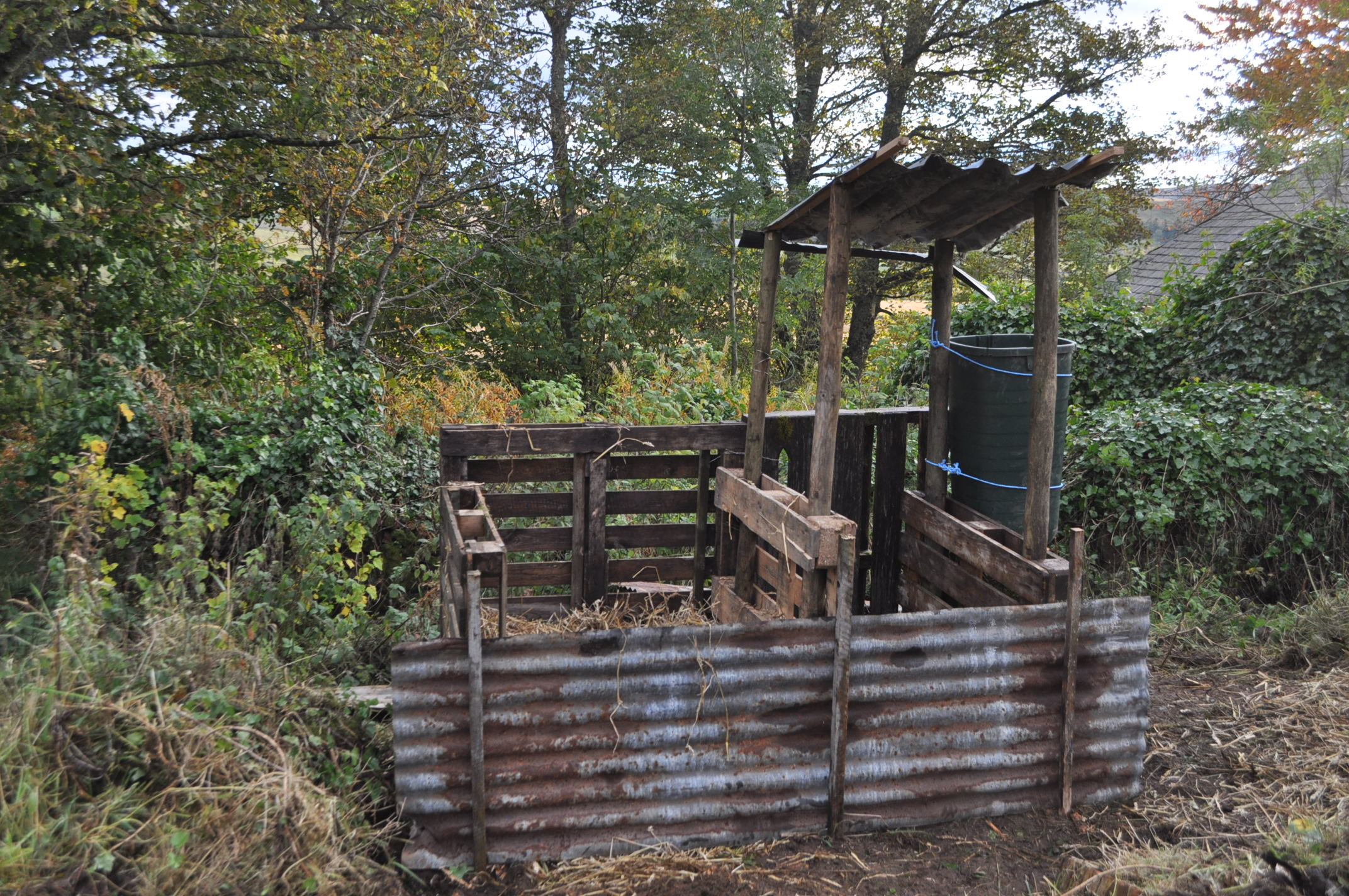 How to Build a Humanure Compost Bin recommend